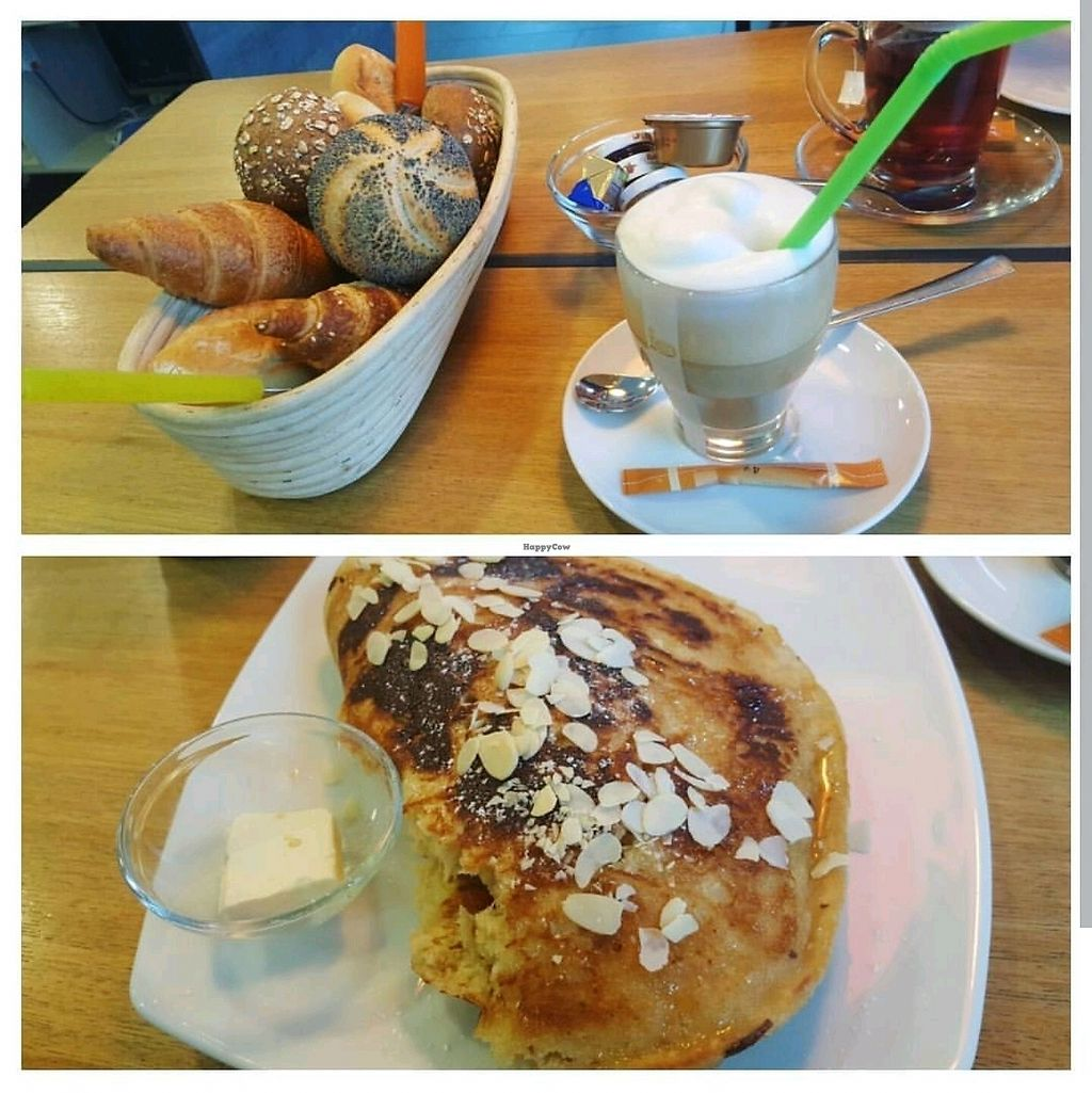 """Photo of Laib und Leben  by <a href=""""/members/profile/CloudyMelody"""">CloudyMelody</a> <br/>sweet vegan breakfast  <br/> December 24, 2017  - <a href='/contact/abuse/image/57916/338722'>Report</a>"""