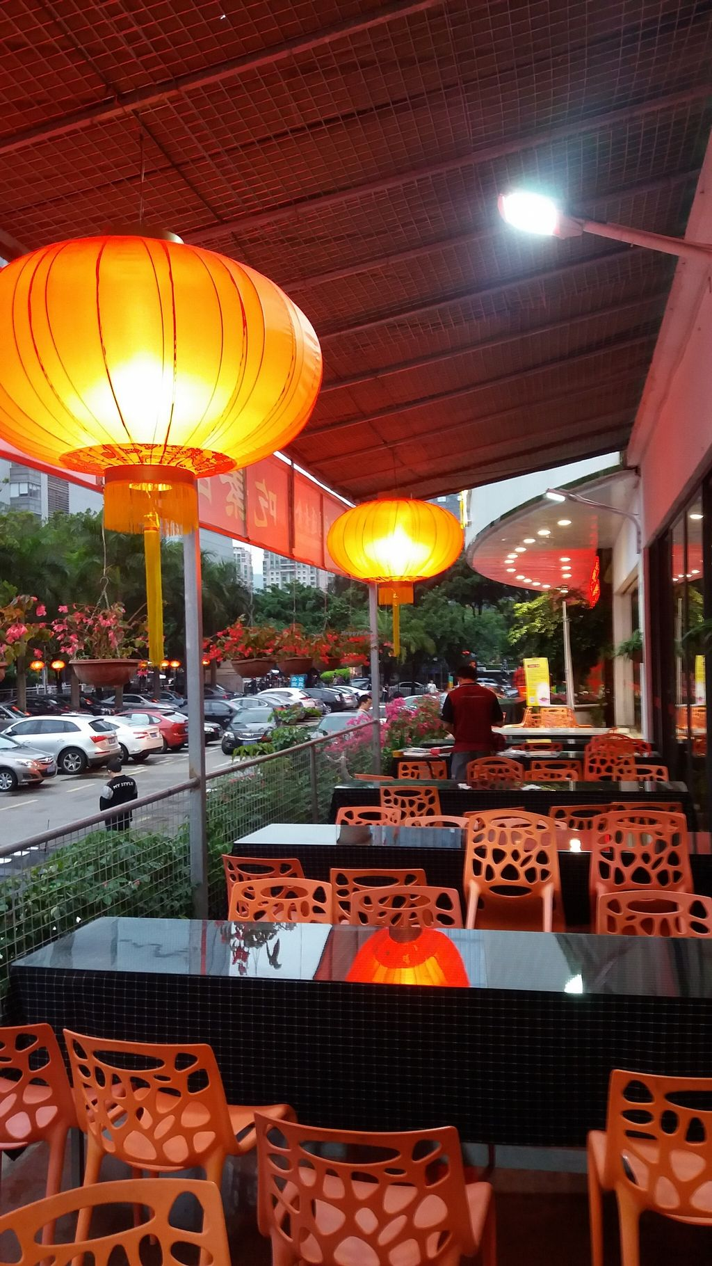 "Photo of Yuan Tong Vegetarian - Plum Garden  by <a href=""/members/profile/aussiedave"">aussiedave</a> <br/>The outdoor seating area <br/> April 11, 2016  - <a href='/contact/abuse/image/58096/143917'>Report</a>"