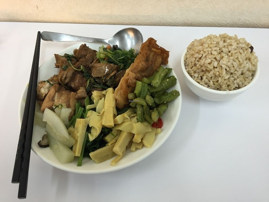 "Photo of Siji - Four Seasons Vegetarian  by <a href=""/members/profile/Jomeer"">Jomeer</a> <br/>My plate of vegetarian goodness <br/> May 31, 2016  - <a href='/contact/abuse/image/58197/322470'>Report</a>"