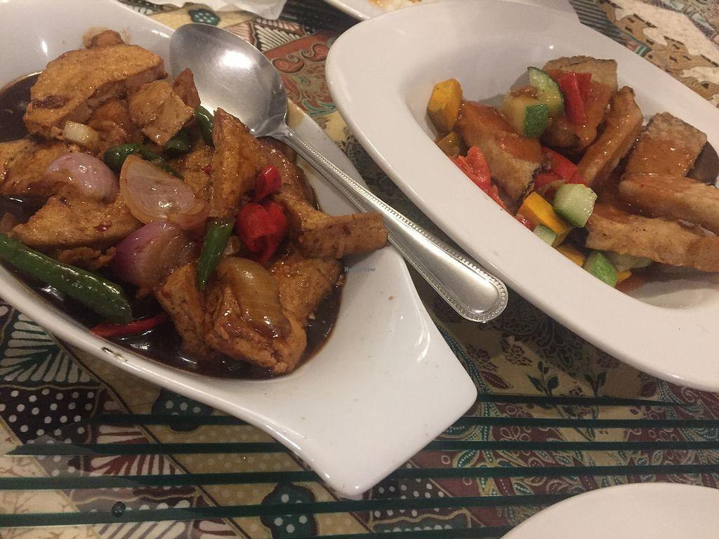 """Photo of Planet Vegis - Emilio Osmena  by <a href=""""/members/profile/Neridah"""">Neridah</a> <br/>Sweet & sour, & a hot & spicy dish  <br/> May 2, 2018  - <a href='/contact/abuse/image/58252/393847'>Report</a>"""