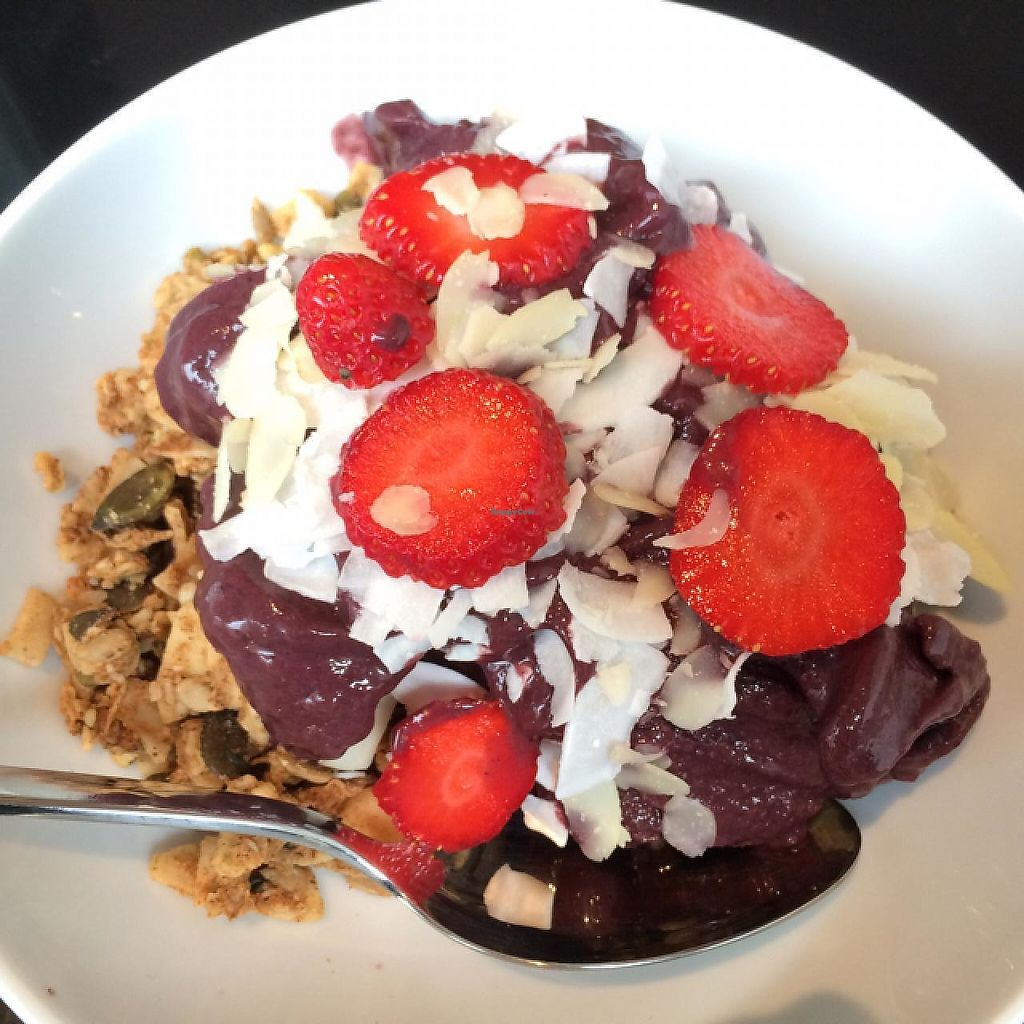 "Photo of Juice Brothers - Van Woustraat  by <a href=""/members/profile/DaniM"">DaniM</a> <br/>Yummy Acai-Bowl <br/> July 5, 2015  - <a href='/contact/abuse/image/58258/223361'>Report</a>"