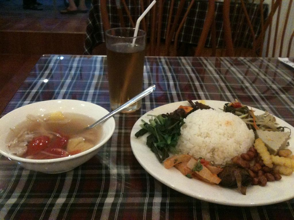 """Photo of CLOSED: Tam Thanh - Lac Long Quan  by <a href=""""/members/profile/heloisepe"""">heloisepe</a> <br/>Com suat 30.000 VND (before I ate it all... see other photo) <br/> May 20, 2015  - <a href='/contact/abuse/image/58289/102866'>Report</a>"""