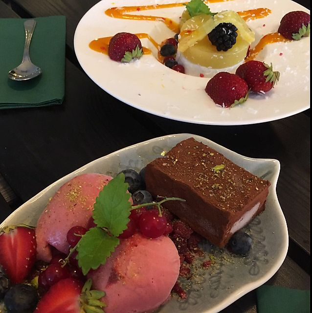 """Photo of Sajvva  by <a href=""""/members/profile/veganlieu"""">veganlieu</a> <br/>delicious chocolate truffle and tropical panna cottta <br/> July 28, 2017  - <a href='/contact/abuse/image/58669/285754'>Report</a>"""