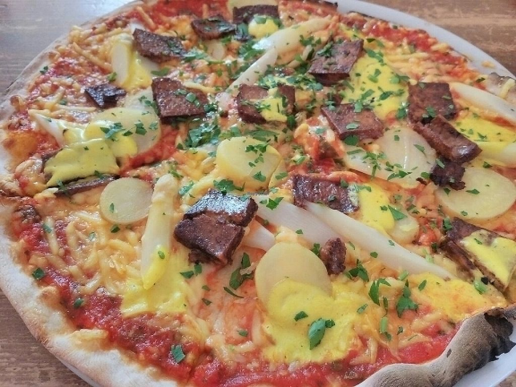 "Photo of Pizza Bande  by <a href=""/members/profile/annkiff"">annkiff</a> <br/>Weekly Special Vegan Pizza ? <br/> May 24, 2017  - <a href='/contact/abuse/image/58855/262042'>Report</a>"