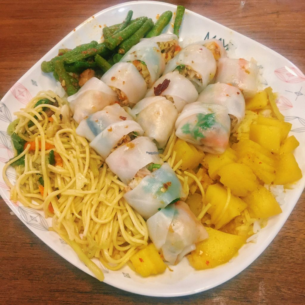 """Photo of Maya Mall - Veg Food Stall  by <a href=""""/members/profile/lolacooks"""">lolacooks</a> <br/>veggie plate <br/> August 16, 2016  - <a href='/contact/abuse/image/59005/169167'>Report</a>"""