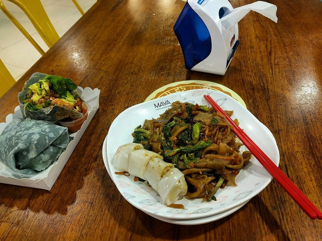 """Photo of Maya Mall - Veg Food Stall  by <a href=""""/members/profile/jdfunks"""">jdfunks</a> <br/>pad see ew + fresh roll <br/> October 25, 2017  - <a href='/contact/abuse/image/59005/318664'>Report</a>"""
