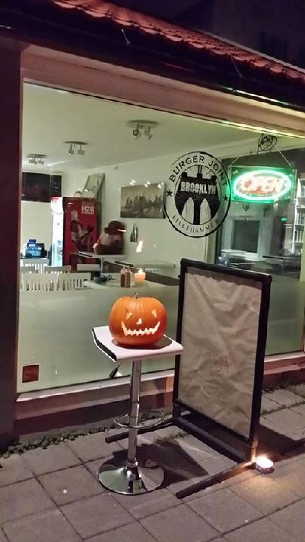 "Photo of Brooklyn Burger Joint  by <a href=""/members/profile/community"">community</a> <br/>Brooklyn Burger Bar <br/> June 5, 2015  - <a href='/contact/abuse/image/59111/104857'>Report</a>"
