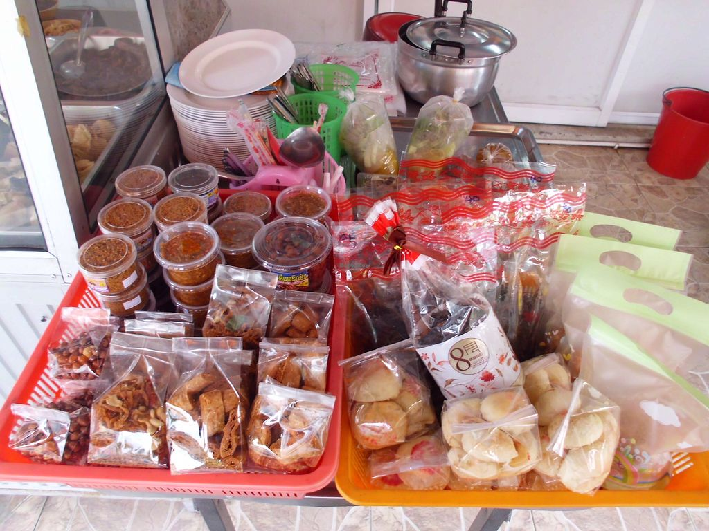 """Photo of CLOSED: Num Heng Vegetarian - Thanon Sheutt  by <a href=""""/members/profile/Maros"""">Maros</a> <br/>Vegan products <br/> August 22, 2017  - <a href='/contact/abuse/image/59142/295578'>Report</a>"""