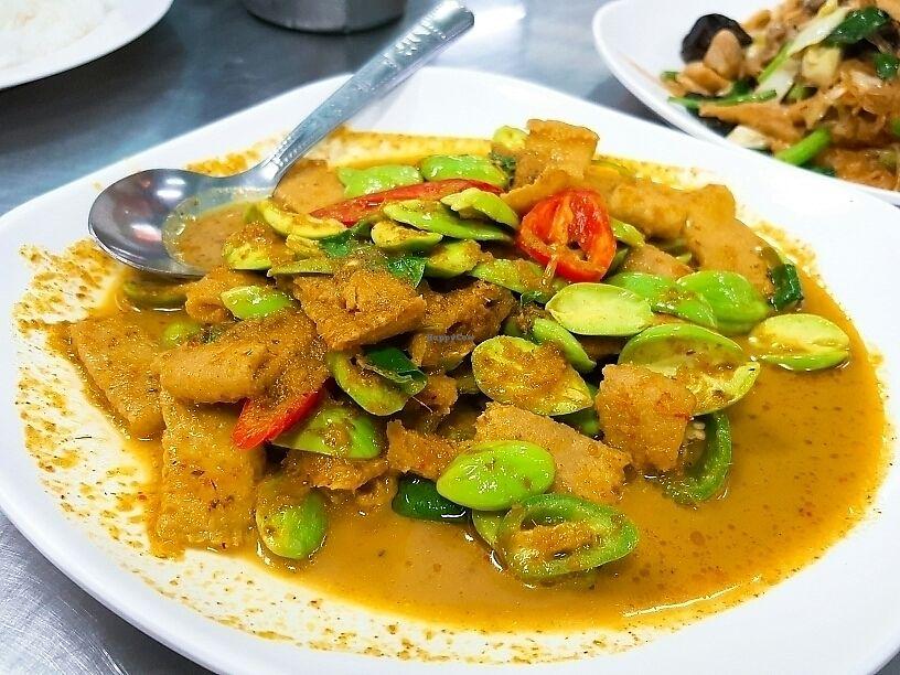 "Photo of CLOSED: Num Heng Vegetarian - Thanon Sheutt  by <a href=""/members/profile/wangsuhjing"">wangsuhjing</a> <br/>綠咖喱臭豆 <br/> November 28, 2017  - <a href='/contact/abuse/image/59142/330175'>Report</a>"