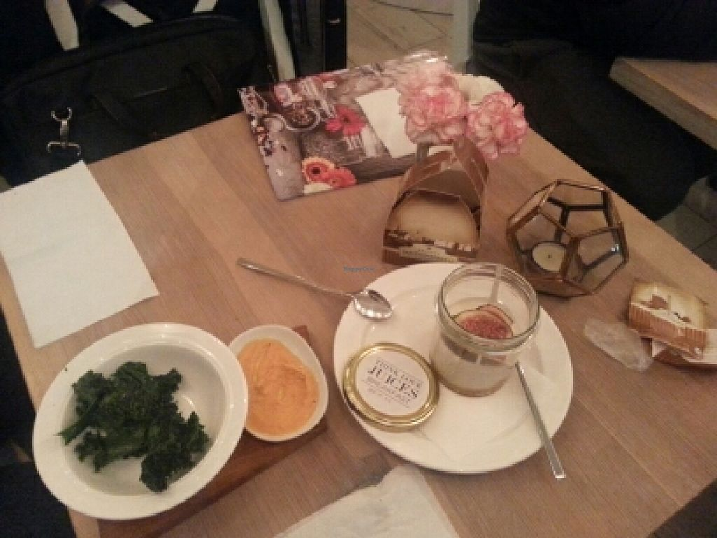 """Photo of Think Love Juices & Vegan Food  by <a href=""""/members/profile/yuppi0094"""">yuppi0094</a> <br/>kale chips and cake <br/> November 8, 2015  - <a href='/contact/abuse/image/59473/124279'>Report</a>"""