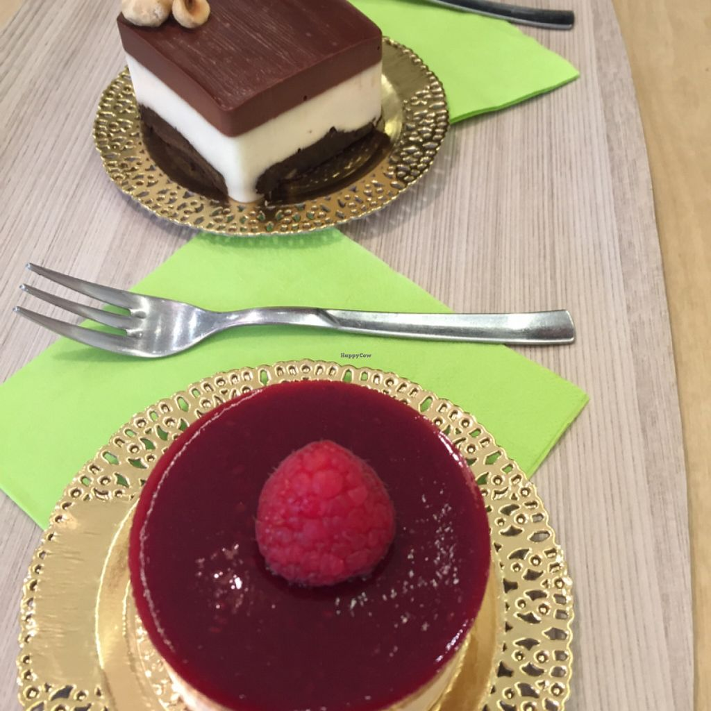 "Photo of Universo Vegano  by <a href=""/members/profile/Kittybiscuit"">Kittybiscuit</a> <br/>chocolate cheesecake and raspberry dessert <br/> December 29, 2015  - <a href='/contact/abuse/image/59505/130238'>Report</a>"