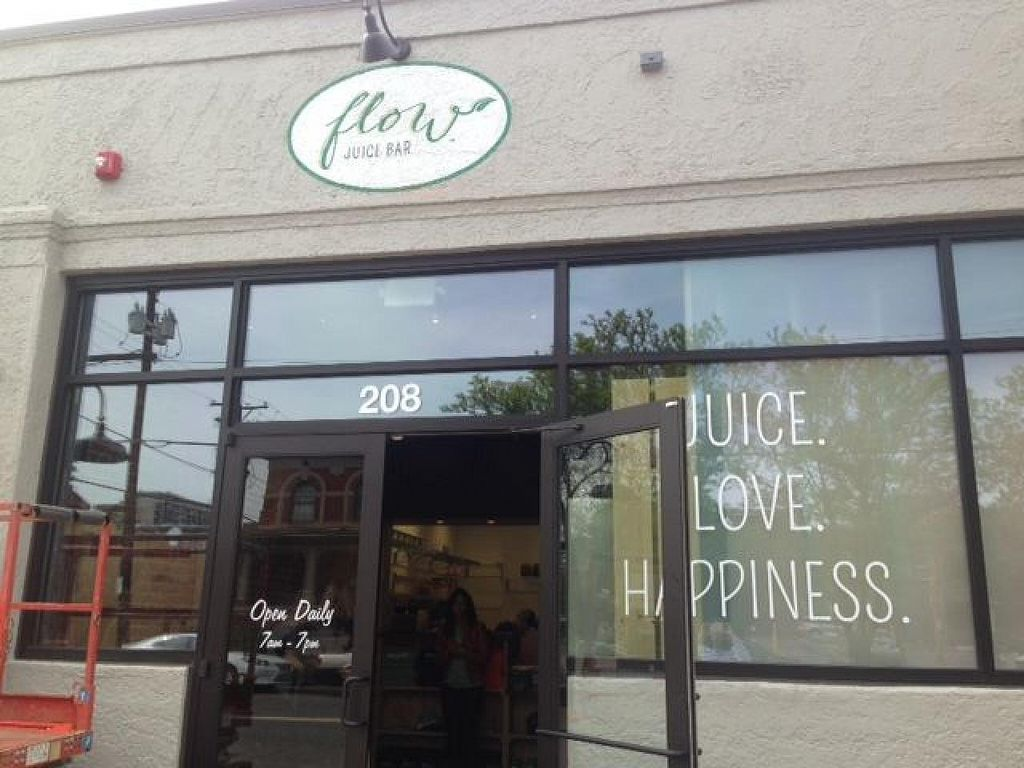 "Photo of Flow Juice Bar - Equinox  by <a href=""/members/profile/community"">community</a> <br/>Flow Juice Bar - Uptown Park <br/> June 23, 2015  - <a href='/contact/abuse/image/59666/107114'>Report</a>"