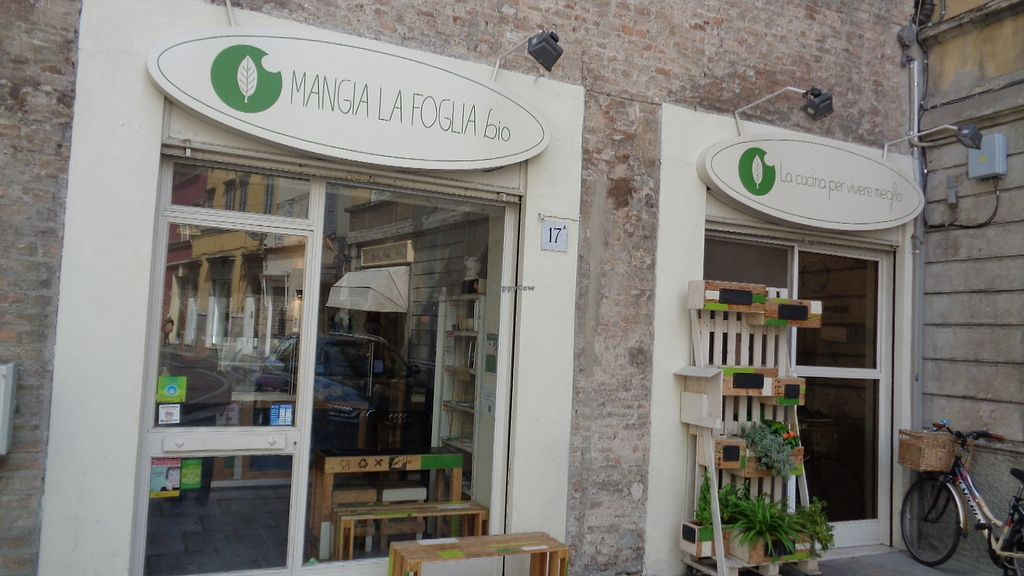 """Photo of Mangia la Foglia Bio   by <a href=""""/members/profile/theexternvoid"""">theexternvoid</a> <br/>Front window and entrance <br/> September 23, 2017  - <a href='/contact/abuse/image/59710/307578'>Report</a>"""