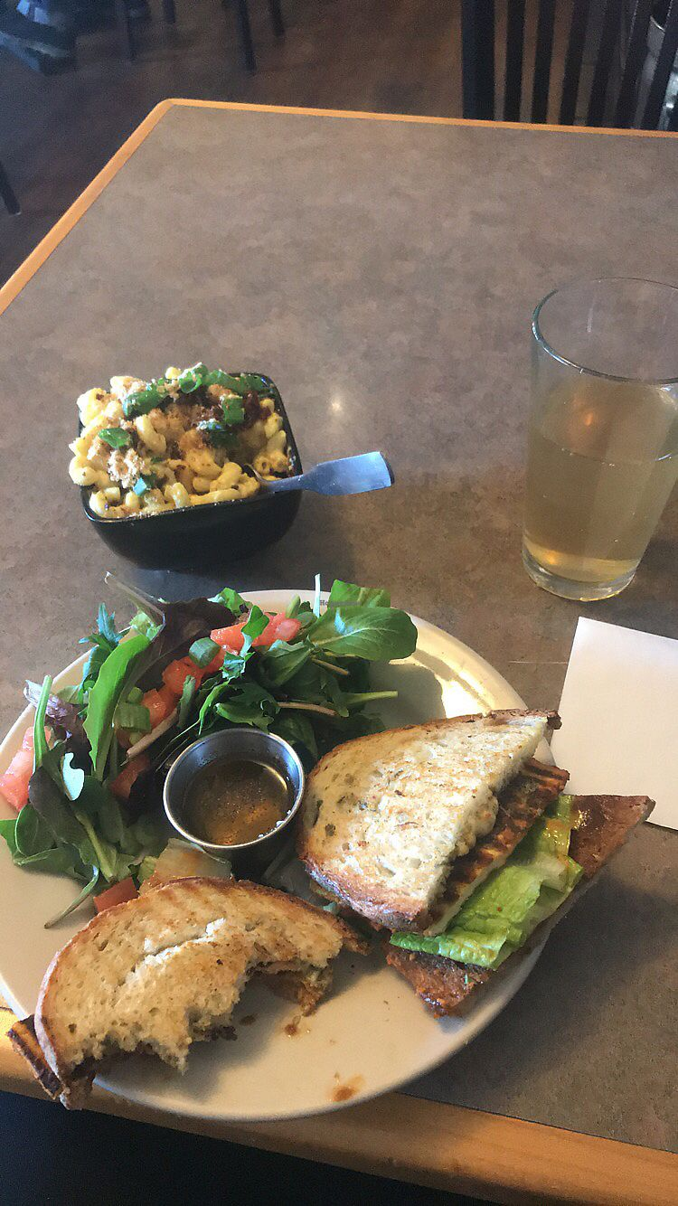 """Photo of Vtopia Cheese Shop and Deli  by <a href=""""/members/profile/hgrant93"""">hgrant93</a> <br/>Mac and cheese, Buffalo berry sandwich with added cheese, herbal uplift kombucha on tap <br/> January 14, 2018  - <a href='/contact/abuse/image/59803/346353'>Report</a>"""