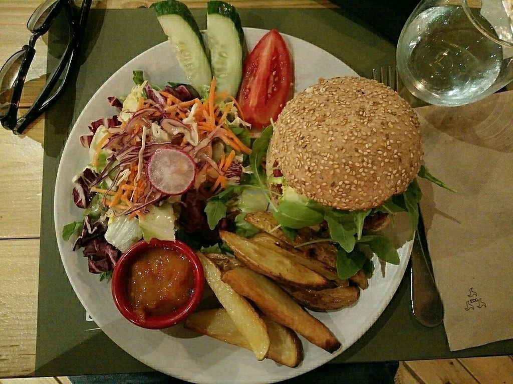 "Photo of BodhiGreen Vegetariano  by <a href=""/members/profile/martinicontomate"">martinicontomate</a> <br/>bean burger <br/> July 21, 2017  - <a href='/contact/abuse/image/59859/283028'>Report</a>"