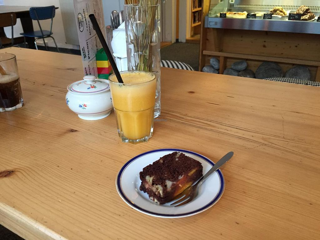 """Photo of Airtime Cafe  by <a href=""""/members/profile/Paolla"""">Paolla</a> <br/>Amazing juice and vegan cake of the day <br/> July 12, 2015  - <a href='/contact/abuse/image/60182/109085'>Report</a>"""