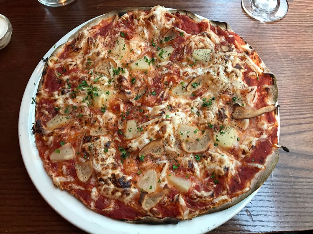 "Photo of The Bohemian  by <a href=""/members/profile/imogenmichel"">imogenmichel</a> <br/>Vegan Hawaiian pizza <br/> May 25, 2017  - <a href='/contact/abuse/image/60217/262456'>Report</a>"
