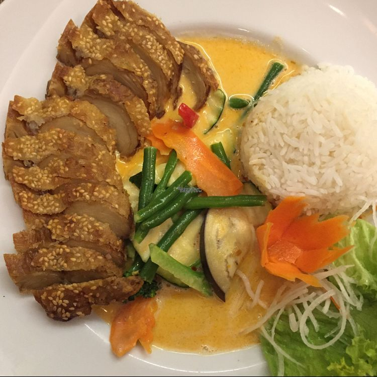 "Photo of Savory Chay  by <a href=""/members/profile/LinkaWensveen"">LinkaWensveen</a> <br/>Mango curry with mock duck <br/> October 17, 2016  - <a href='/contact/abuse/image/60286/182698'>Report</a>"