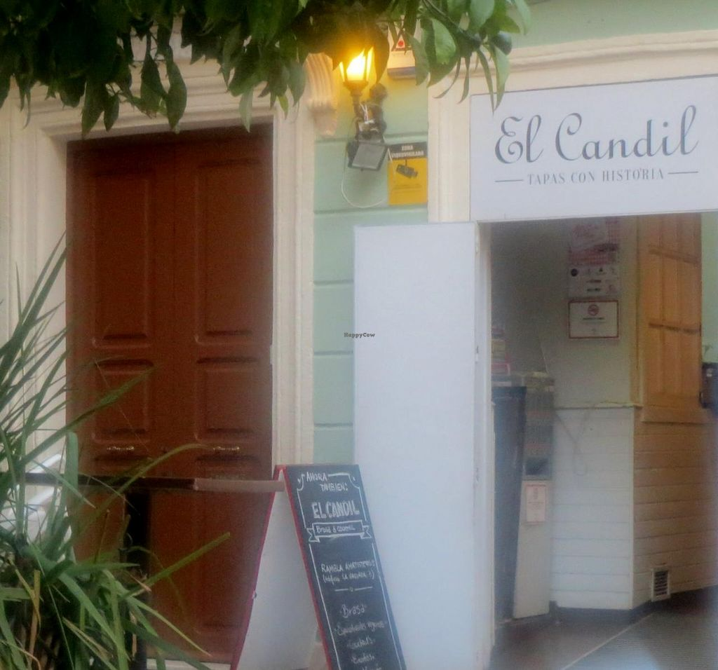 Photo of El Candil  by GreenTP <br/>Entrance <br/> July 8, 2015  - <a href='/contact/abuse/image/60333/108564'>Report</a>