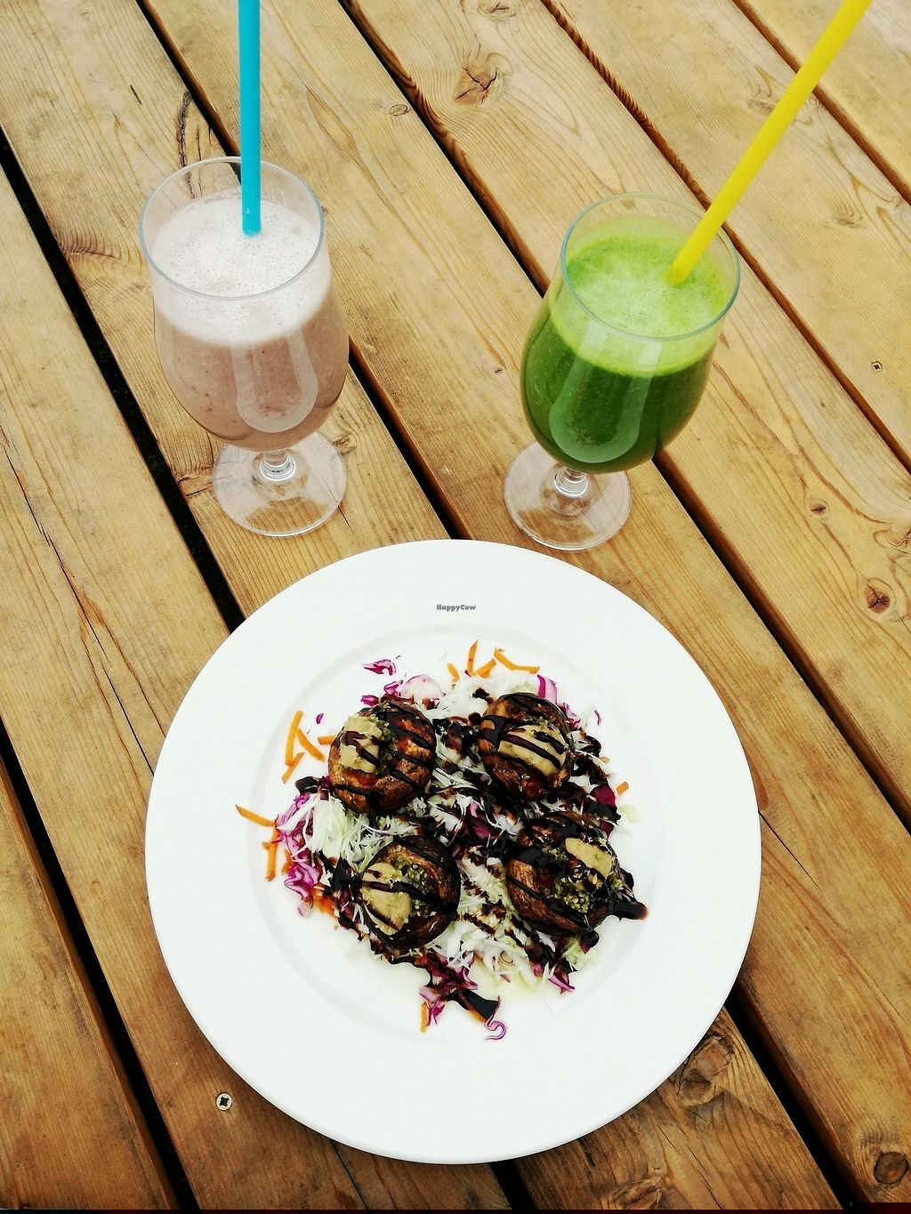 "Photo of Art of Raw at The Garden Lounge  by <a href=""/members/profile/AdrianaXavier"">AdrianaXavier</a> <br/>stuffed mushroom, berry smothie and spinach and banana smoothie <br/> August 28, 2017  - <a href='/contact/abuse/image/60410/298308'>Report</a>"