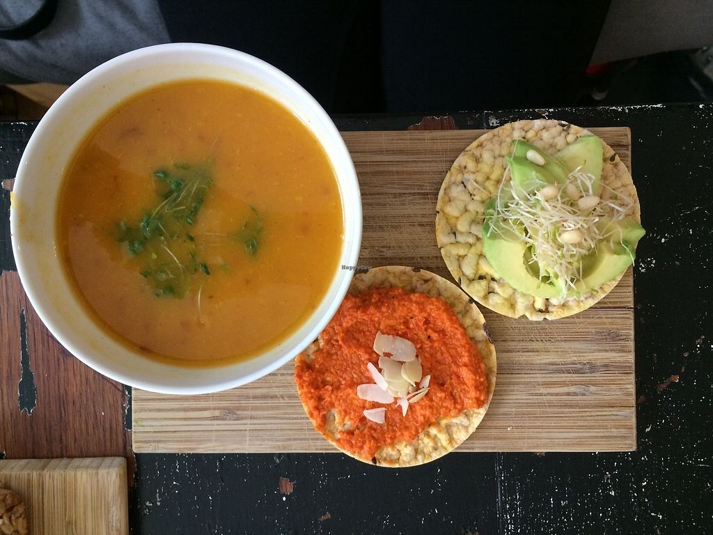 """Photo of SEM Sla En Meer  by <a href=""""/members/profile/Mawu"""">Mawu</a> <br/>Sweetpotatoe soup w two maiscrackers, with avocado and paprika/dried tomatoe paste <br/> August 1, 2017  - <a href='/contact/abuse/image/60425/287752'>Report</a>"""