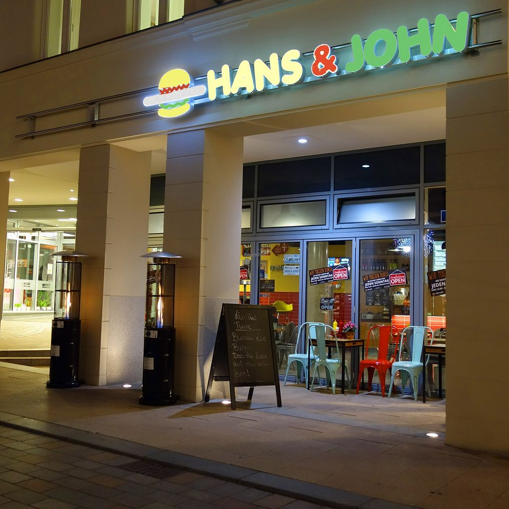 "Photo of Hans und John   by <a href=""/members/profile/DusselDaene"">DusselDaene</a> <br/>Hans & John by night <br/> November 19, 2015  - <a href='/contact/abuse/image/60575/125500'>Report</a>"