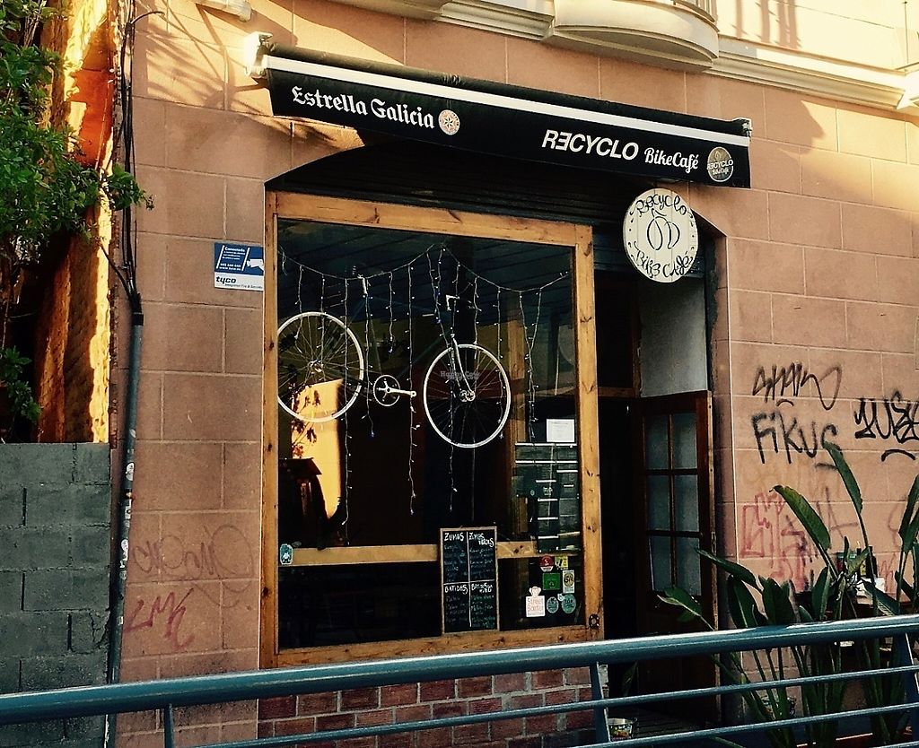 "Photo of Recyclo Bike Cafe  by <a href=""/members/profile/Elmar%20B."">Elmar B.</a> <br/>Recyclo Bike Cafe <br/> January 6, 2017  - <a href='/contact/abuse/image/60629/208847'>Report</a>"
