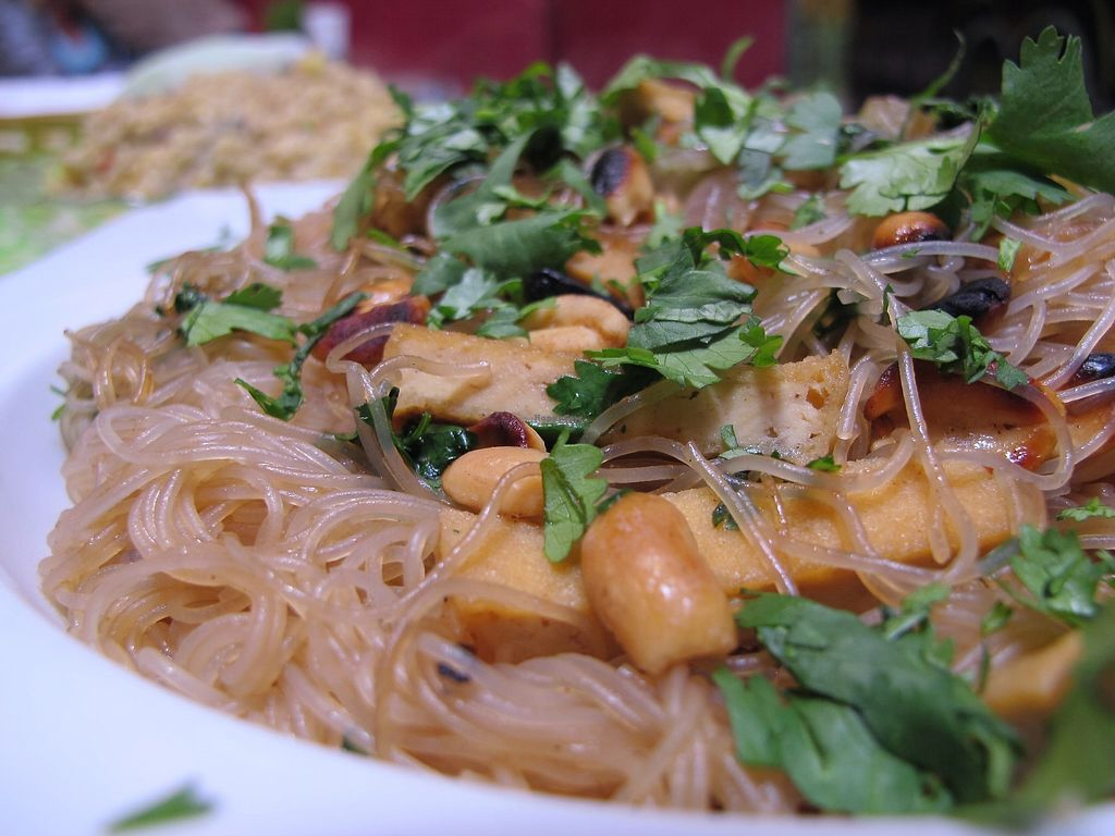 "Photo of Casa Munay  by <a href=""/members/profile/dd.boa7"">dd.boa7</a> <br/>Munay Thai with rice noodles that came with tofu, onions, peanuts, cilantro, and soy sauce <br/> March 18, 2018  - <a href='/contact/abuse/image/60718/372442'>Report</a>"