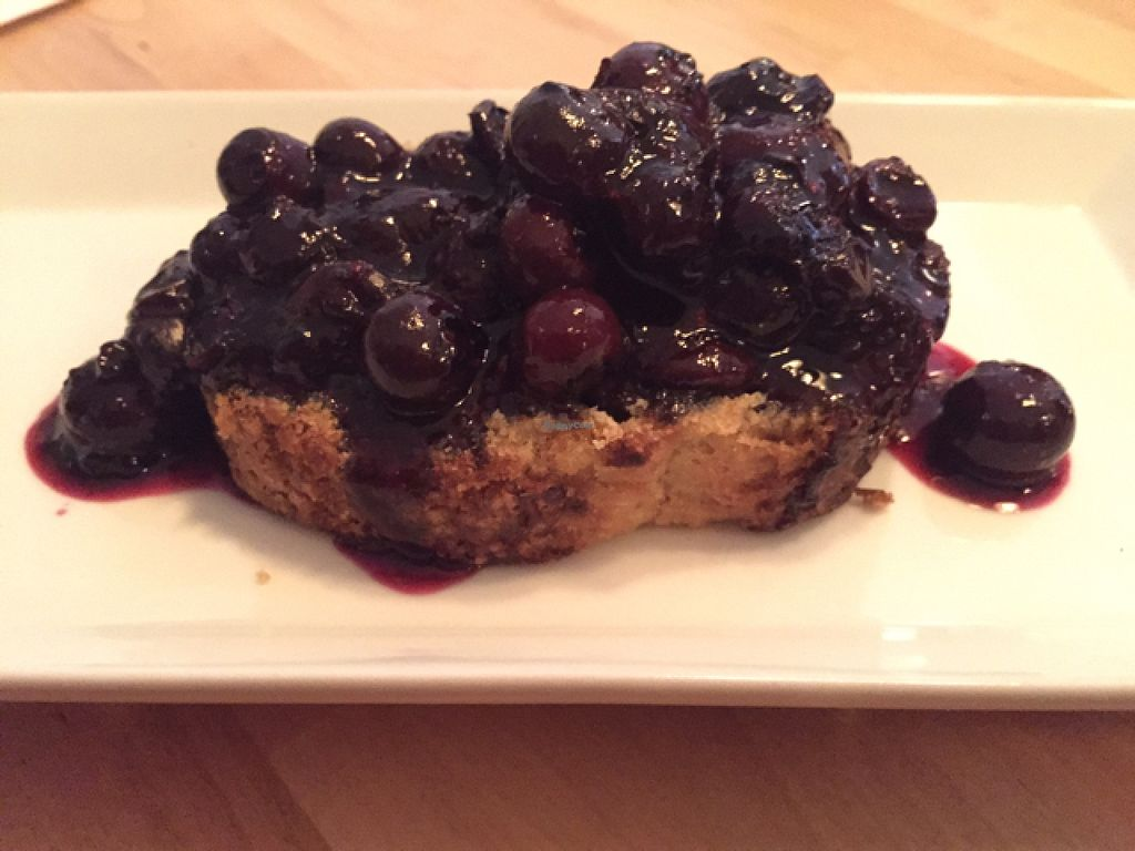 """Photo of Le Soixante 5  by <a href=""""/members/profile/G3gars"""">G3gars</a> <br/>lemon cake with blueberry sauce <br/> July 27, 2015  - <a href='/contact/abuse/image/60739/111248'>Report</a>"""