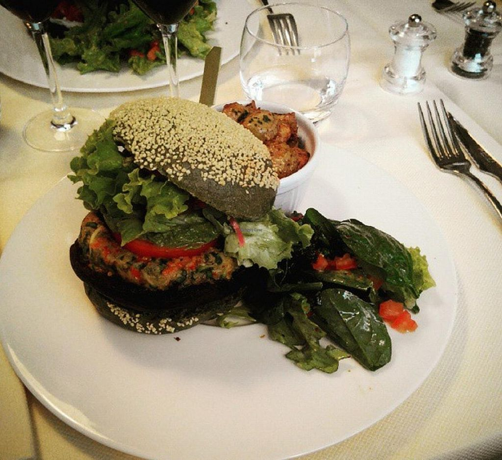 """Photo of CLOSED: La Table des Roy  by <a href=""""/members/profile/Inti44"""">Inti44</a> <br/>'Green Burger' - 100% Vegan burger with a spiruline buns  <br/> July 20, 2015  - <a href='/contact/abuse/image/60804/110038'>Report</a>"""