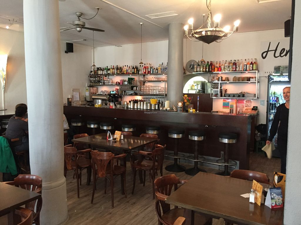 "Photo of Henry's  by <a href=""/members/profile/Drkite"">Drkite</a> <br/>Barbereich im Henry's <br/> June 24, 2016  - <a href='/contact/abuse/image/60912/155826'>Report</a>"