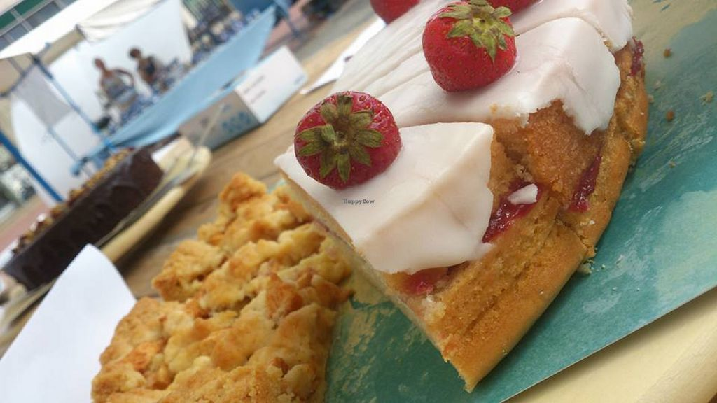 "Photo of Foed  by <a href=""/members/profile/Foed"">Foed</a> <br/>Strawberry lemon cake and apple pie at the market in Groningen <br/> July 30, 2015  - <a href='/contact/abuse/image/61331/111586'>Report</a>"