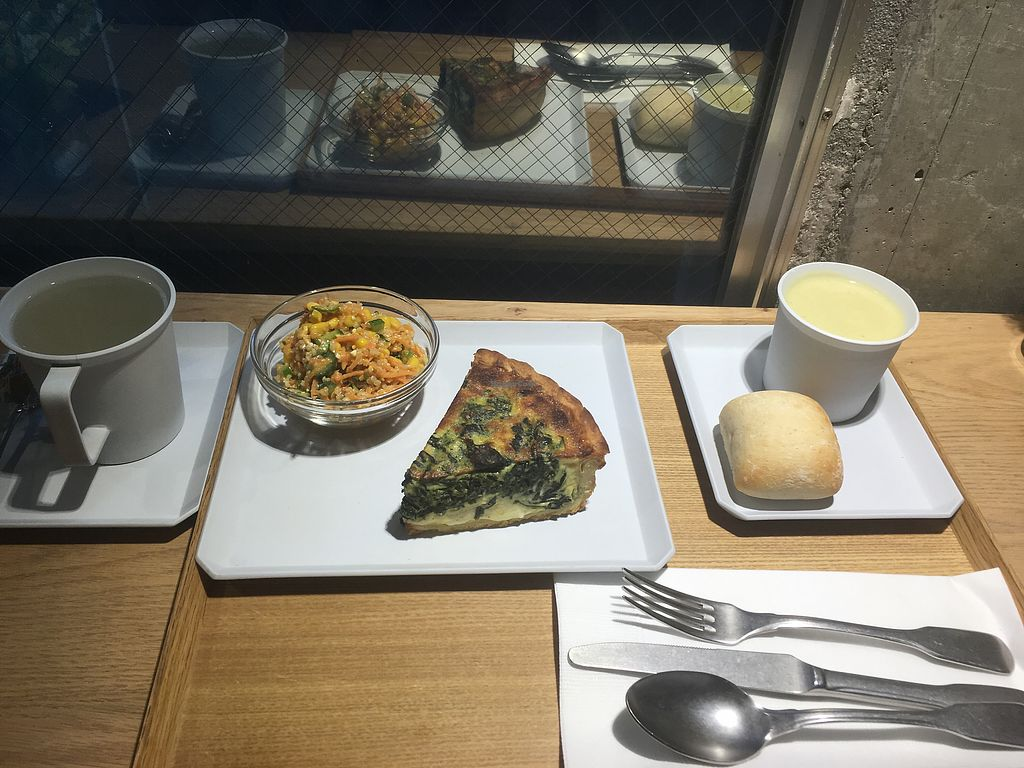 """Photo of Citron  by <a href=""""/members/profile/LaureneD"""">LaureneD</a> <br/>Set lunch quiche 1480¥ <br/> December 22, 2017  - <a href='/contact/abuse/image/61483/337990'>Report</a>"""