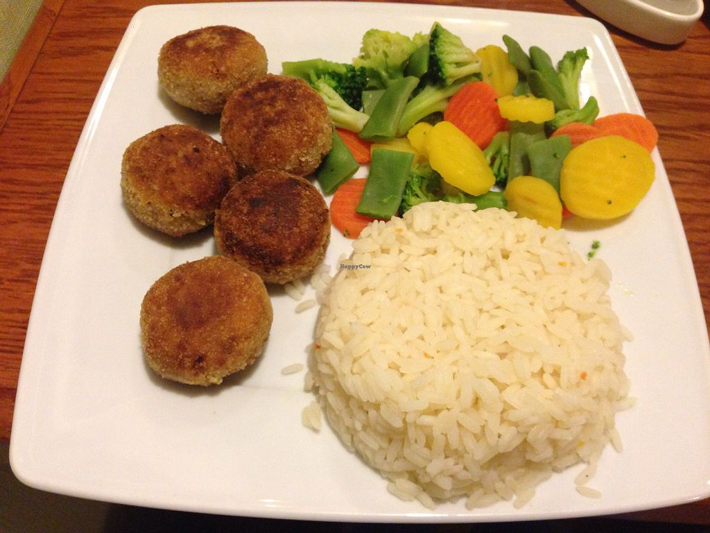 """Photo of Pizzeria Ambar  by <a href=""""/members/profile/FierceJewel"""">FierceJewel</a> <br/>Cutlets rice and veggies  <br/> January 27, 2018  - <a href='/contact/abuse/image/61513/351600'>Report</a>"""