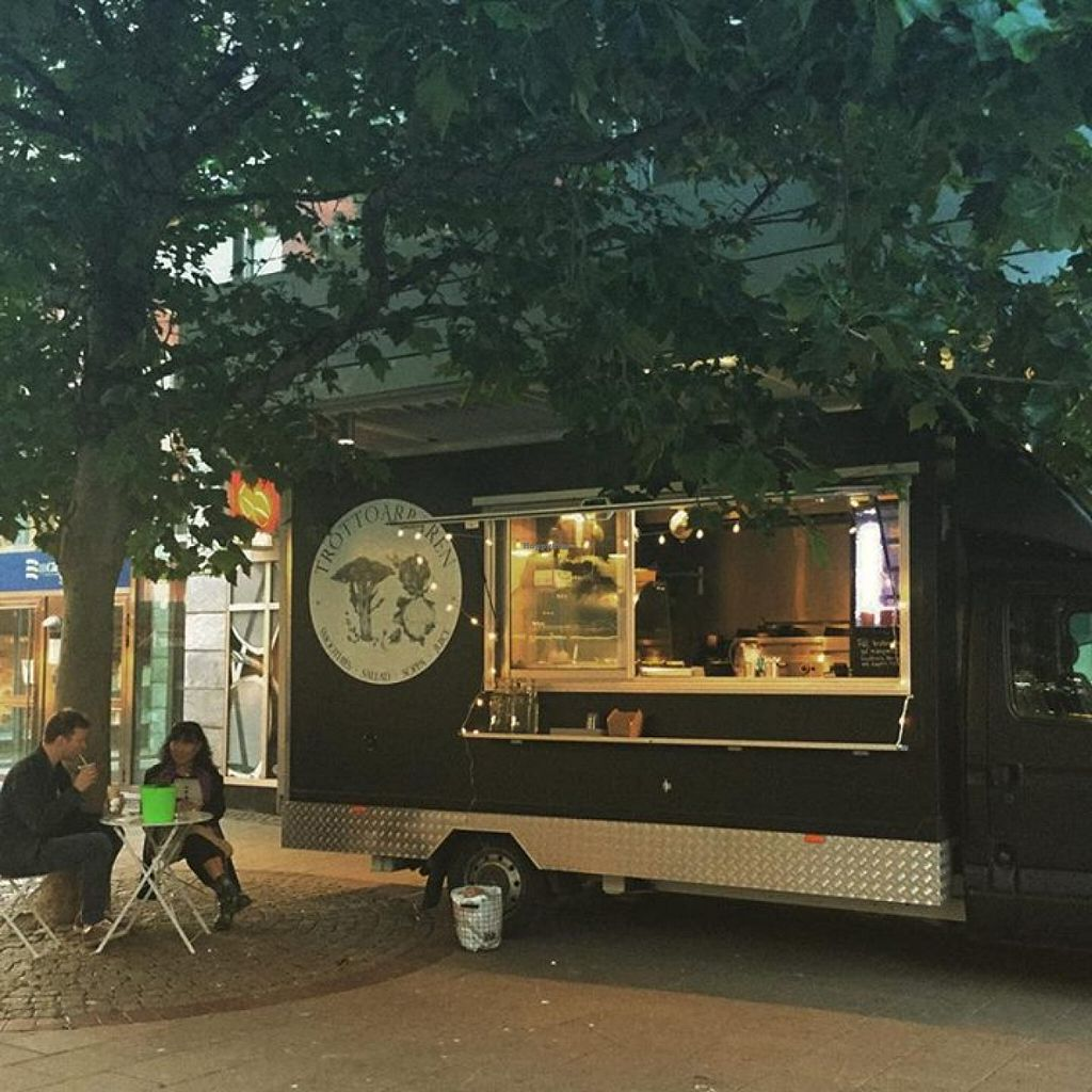"""Photo of Trottoarbaren  by <a href=""""/members/profile/community"""">community</a> <br/>Trottoarbaren - Food Truck <br/> August 16, 2015  - <a href='/contact/abuse/image/62068/113878'>Report</a>"""