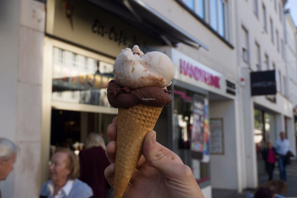 "Photo of Eis Cafe De Lorenzo  by <a href=""/members/profile/HighlandCow"">HighlandCow</a> <br/>Chocolate ice cream and coconut ice cream <br/> October 16, 2017  - <a href='/contact/abuse/image/62223/315929'>Report</a>"