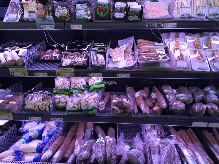 """Photo of Saruga Organic Supermarket - 사러가 슈퍼마켓  by <a href=""""/members/profile/LinnDaugherty"""">LinnDaugherty</a> <br/>mushrooms <br/> October 9, 2016  - <a href='/contact/abuse/image/62338/180795'>Report</a>"""
