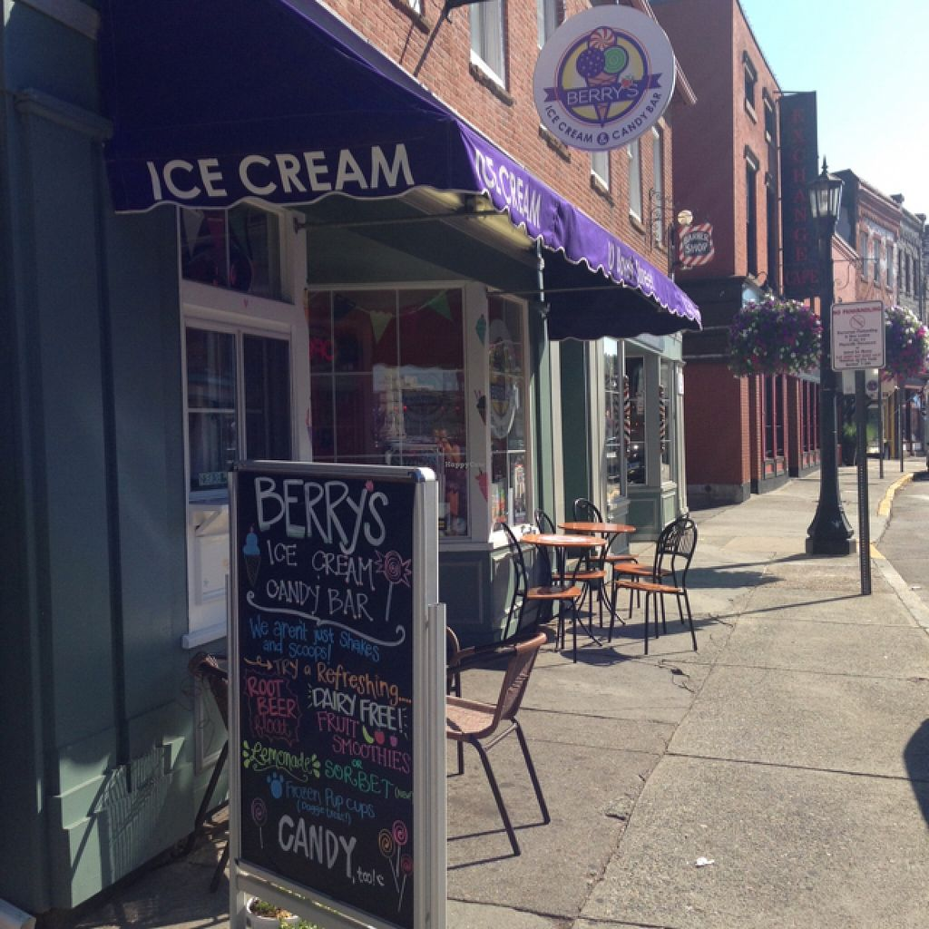 "Photo of Berry's Ice Cream and Candy Bar  by <a href=""/members/profile/Oliviaeats"">Oliviaeats</a> <br/>store front  <br/> August 25, 2015  - <a href='/contact/abuse/image/62347/115225'>Report</a>"