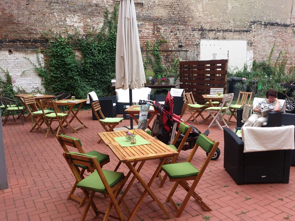 """Photo of Wohnzimmer  by <a href=""""/members/profile/Tank242"""">Tank242</a> <br/>terrace@Wohnzimmer <br/> September 8, 2015  - <a href='/contact/abuse/image/62864/116871'>Report</a>"""