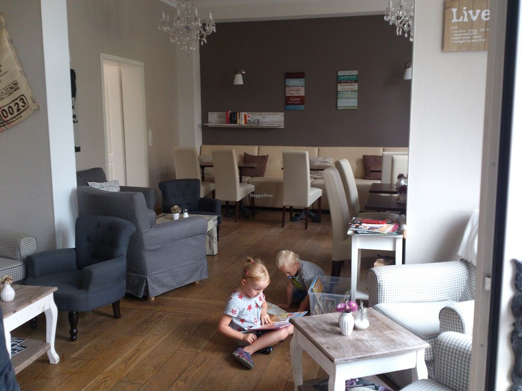 """Photo of Wohnzimmer  by <a href=""""/members/profile/Tank242"""">Tank242</a> <br/>the guestroom@wohnzimmer <br/> September 8, 2015  - <a href='/contact/abuse/image/62864/116873'>Report</a>"""