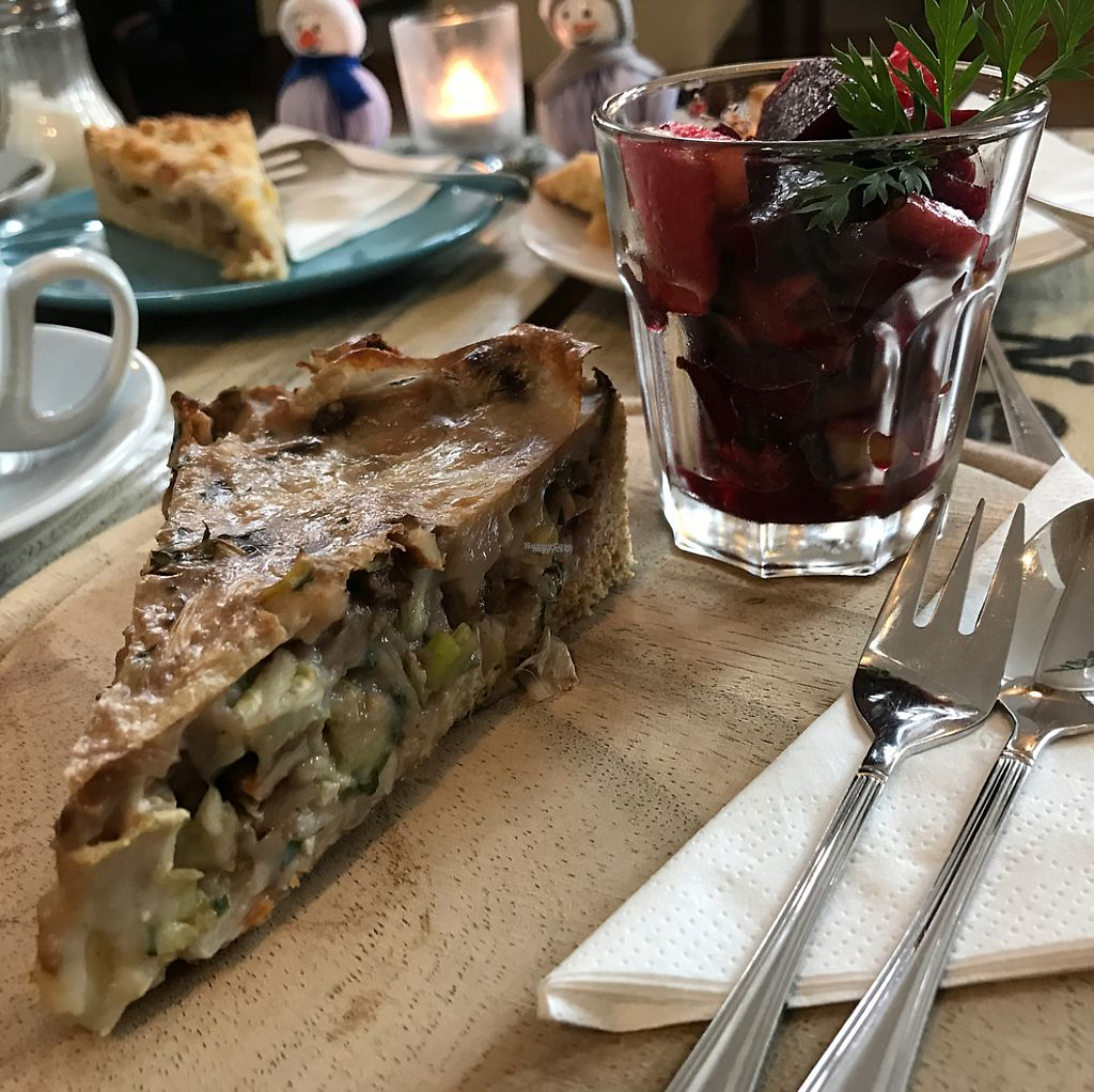 """Photo of Wohnzimmer  by <a href=""""/members/profile/marky_mark"""">marky_mark</a> <br/>quiche & red beet <br/> January 29, 2017  - <a href='/contact/abuse/image/62864/218950'>Report</a>"""