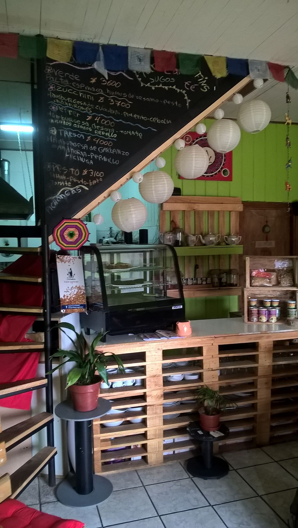 """Photo of CLOSED: Sesamo Rincon Vegetariano  by <a href=""""/members/profile/arya00"""">arya00</a> <br/>that's what it looks like inside <br/> November 27, 2015  - <a href='/contact/abuse/image/62905/126281'>Report</a>"""