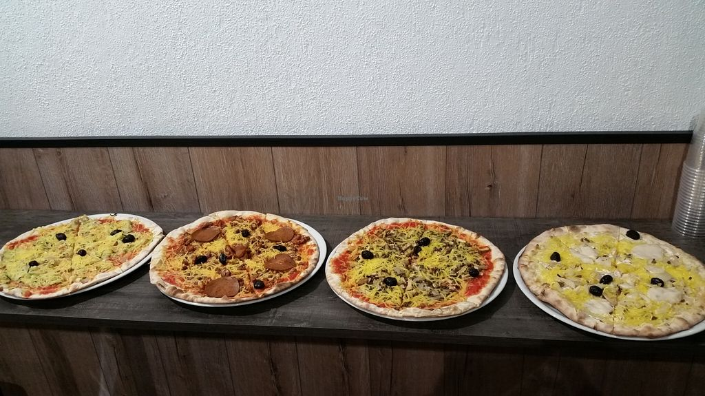 """Photo of CLOSED: Color Vegan  by <a href=""""/members/profile/Erzy"""">Erzy</a> <br/>4 pizzas végétales <br/> October 4, 2015  - <a href='/contact/abuse/image/63020/120156'>Report</a>"""