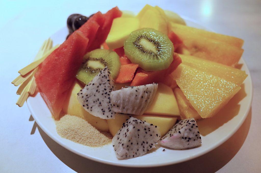 "Photo of Li Li Fruit Store  by <a href=""/members/profile/ouikouik"">ouikouik</a> <br/>fruit platter <br/> September 13, 2015  - <a href='/contact/abuse/image/63150/117618'>Report</a>"