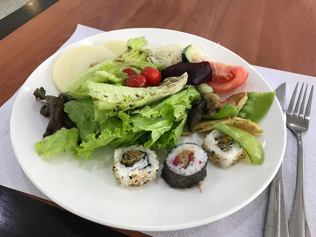 "Photo of Pon Lai Restaurante Vegetariano  by <a href=""/members/profile/Paolla"">Paolla</a> <br/>Salads and sushis <br/> November 7, 2017  - <a href='/contact/abuse/image/63166/322966'>Report</a>"