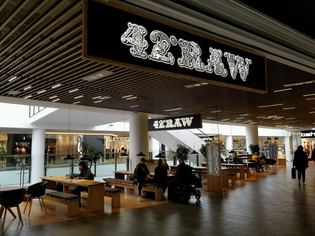 "Photo of 42 Degrees Raw  by <a href=""/members/profile/kenvegan"">kenvegan</a> <br/>mall seating <br/> September 18, 2017  - <a href='/contact/abuse/image/63331/305674'>Report</a>"