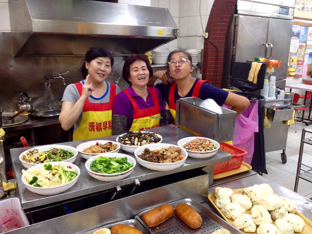 "Photo of Qingqi Sushi Dianxinbu  by <a href=""/members/profile/AndyCB"">AndyCB</a> <br/>Fabulous staff at Qingqi Sushi Dionxinbu! <br/> April 18, 2017  - <a href='/contact/abuse/image/63408/249532'>Report</a>"