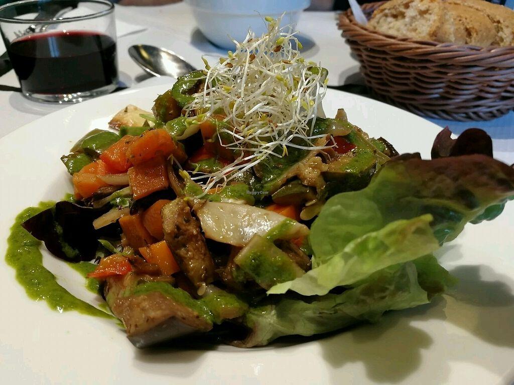 "Photo of Veggie Garden - Corts Catalanes  by <a href=""/members/profile/Izumi"">Izumi</a> <br/>verduras al horno con lechuga y salsa pesto <br/> December 18, 2017  - <a href='/contact/abuse/image/63536/336700'>Report</a>"