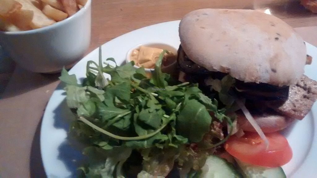 "Photo of Independent Cafe  by <a href=""/members/profile/Ricardo"">Ricardo</a> <br/>Vegan Burger <br/> September 18, 2015  - <a href='/contact/abuse/image/63540/118147'>Report</a>"
