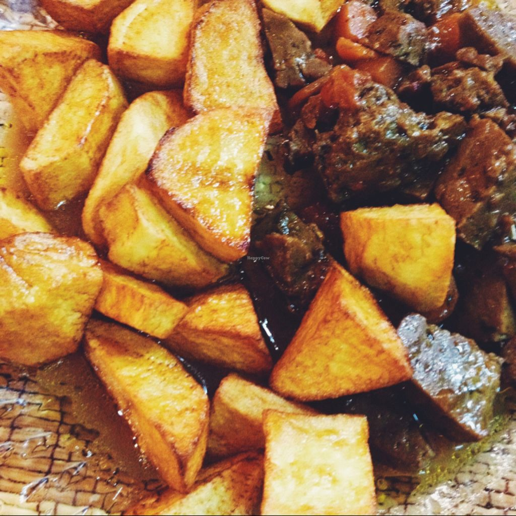 "Photo of Somos Lo Que Comemos  by <a href=""/members/profile/MO.MARIEL"">MO.MARIEL</a> <br/>seitan with veggies and potatoes <br/> October 23, 2015  - <a href='/contact/abuse/image/63907/122309'>Report</a>"